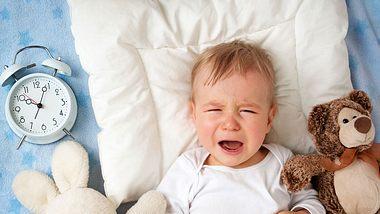 Mein Baby schläft auch zur späten Stunde nicht. - Foto: iStock/LeManna