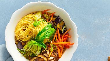 Miso-Suppen  sind schnell gemacht. - Foto: House of Food / Bauer Food Experts KG