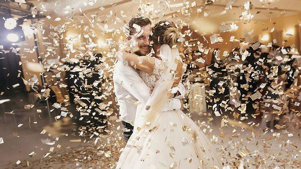 Moderne Hochzeitslieder für deine Traumhochzeit. - Foto: iStock/Bogdan Kurylo