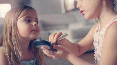 Mutter warnt vor gefährlicher Kinderschminke - Foto: iStock