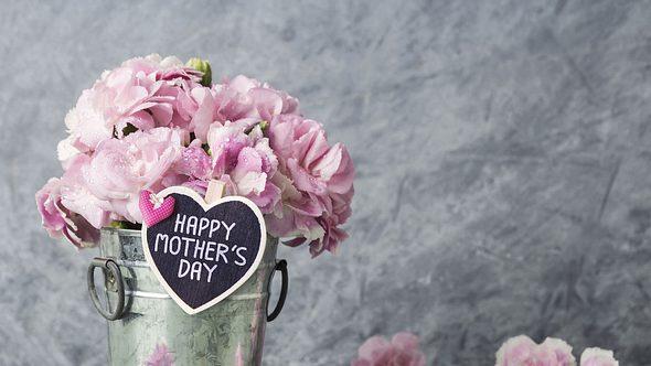 Muttertagsideen zum Verwöhnen: Für Mama darf es zum Muttertag auch ein (fast) kostenloses Geschenk von Herzen sein - Foto: FeelPic/iStock