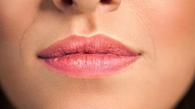 Nasolabialfalte zwischen Mund und Nase. - Foto: iStock/CherriesJD