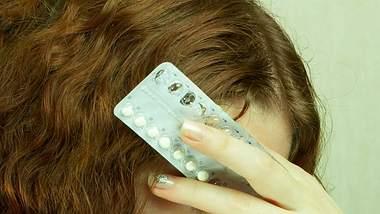 Die Pille hat erhebliche Nebenwirkungen und beeinträchtigt sogar das Gehirn. - Foto: Deklofenak