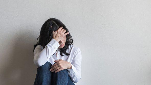 Negative Gedanken: Wie wirst du sie los? - Foto: Chinnapong / iStock