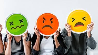 Wir haben Tipps, wie du dich vor negativen Menschen schützen und wie du mit ihnen umgehen kannst. - Foto: iStock