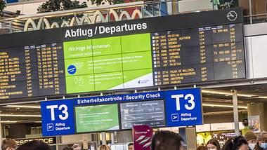 Reisen soll im Sommer deutlich komplizierter werden. - Foto: IMAGO / Arnulf Hettrich