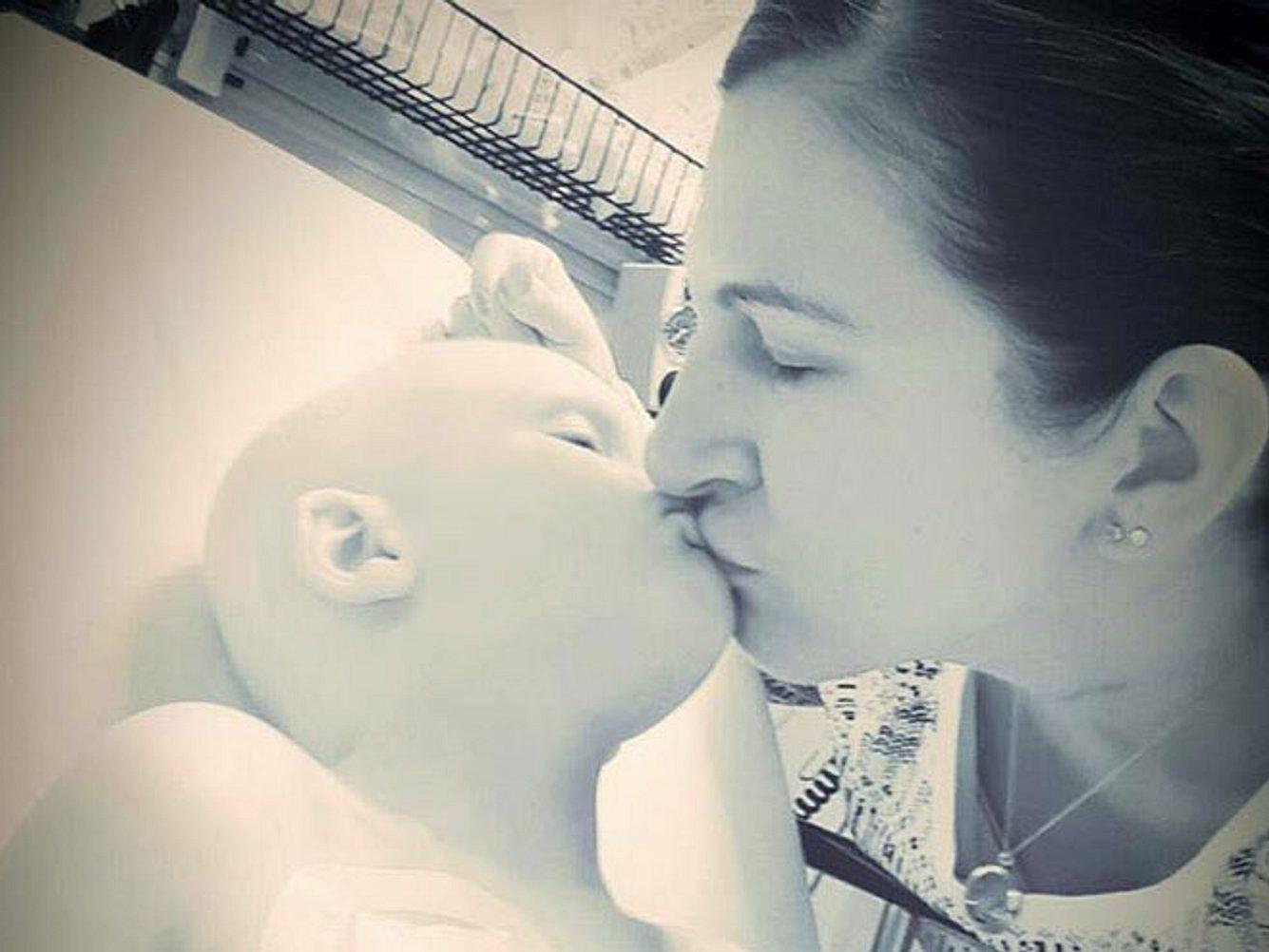 Ich werde es auf ewig vermissen, die Lippen meines Sohnes Nolan zu küssen, schreibt seine Mutter Ruth Scully zu diesem Bild.