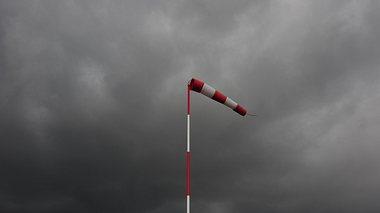 Orkan-Alarm in Deutschland  - Foto: iStock/schulzie
