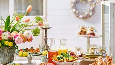 Ostermenü: Ein Ostertisch voller Leckereien - Foto: House of Food / Bauer Food Experts KG