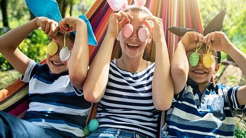 Lustige Ostern: 7 spaßige Osterspiele für die gesamte Familie - Foto: iStock/Imgorthand