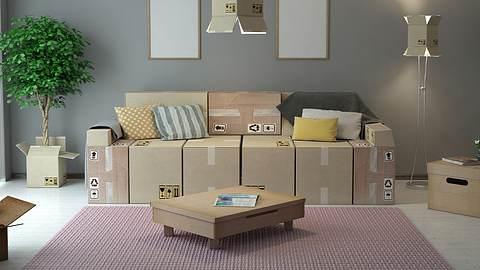 Mit Pappmöbeln eingerichtetes Wohnzimmer. - Foto: iStock/Eoneren