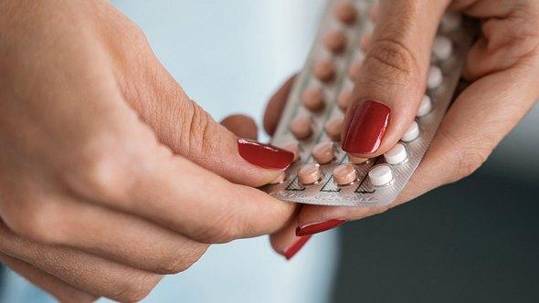 Schadet es, die Pille durchzunehmen? - Foto: nensuria/iStock