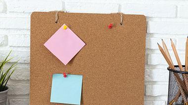 Eine Pinnwand ist im Handumdrehen selber gemacht. - Foto: iStock/chokja