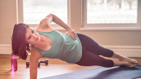 Das Plank-Workout für einen flachen Bauch - Foto: iStock/ grandriver