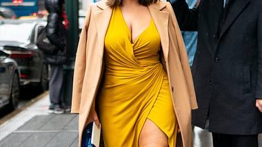 Inspirationen für Plus Size Sommer-Outfits gefällig? Diese Looks setzen deine Kurven wunderschön in Szene! - Foto: Getty Images