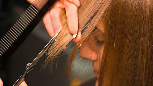 Diese 5 tollen Pony-Frisuren sind im Herbst 2021 im Trend - Foto: Wicki58/iStock