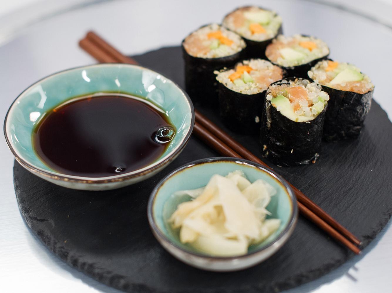 Rezept: Quinoa-Sushi mit Avocado, Gurke und Räucherlachs