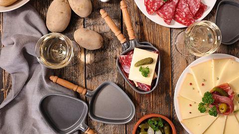 Raclette Rezepte für jung und alt. - Foto: iStock/margouillatphotos
