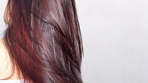 Raspberry Bourbon Hair: Diese Haarfarbe wollen wir haben! - Foto: PaoloMaffi/iStock
