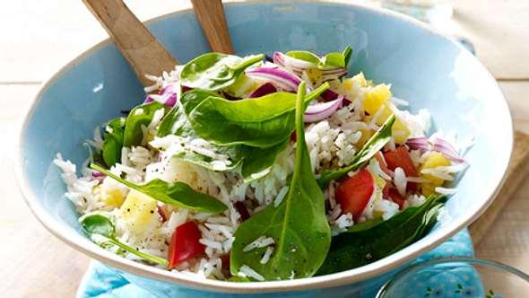 Reis-Diät: Trotz Diät gibt es leckeres Essen wie den exotischen Reissalat - Foto: RFF