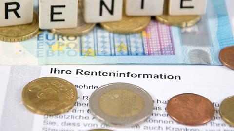 Gehen wir schon bald später in Rente? - Foto: dstaerk/istock