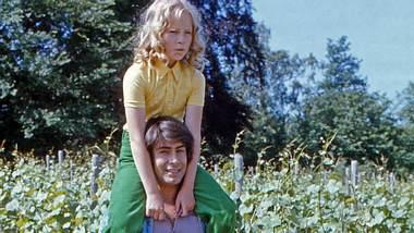 Roy Black und Anita Hegerland bei den Dreharbeiten zum Film Alter Kahn und junge Liebe , Deutschland 1973. - Foto: IMAGO / United Archives