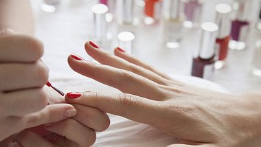 Russian Manicure: So gefährlich ist der neue Nageltrend - Foto: iStock