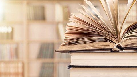 Sachbücher Bestseller - Foto: artisteer/iStock