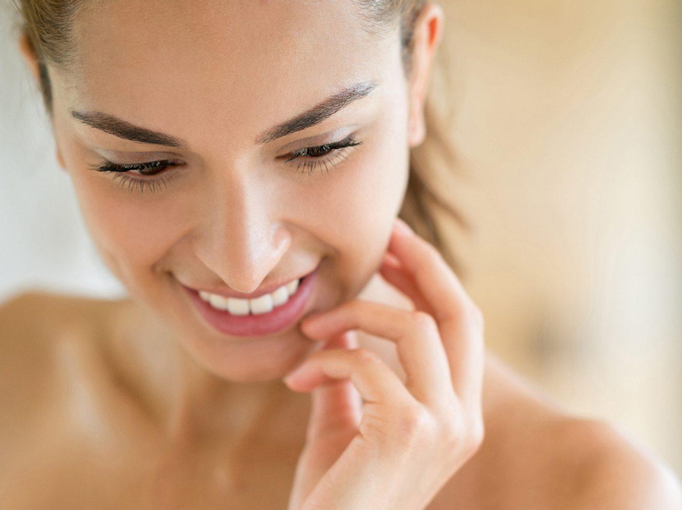 Enzyme Peeling & Hyaluronpflege: Beauty-Neuheiten für natürlich frische Haut