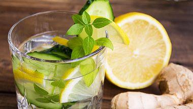 Gurke, Ingwer, Zitrone - ein unschlagbares Trio für einen flachen Bauch. - Foto: iStock