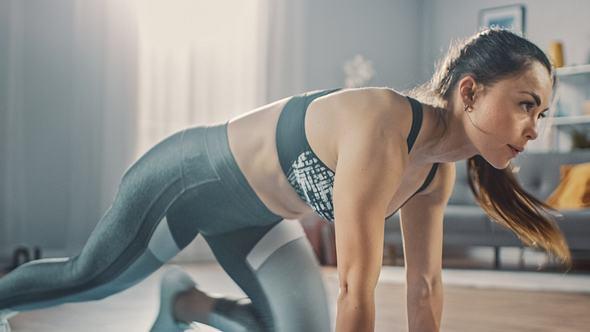 Ein gutes Schnellkrafttraining bringt dich in deiner Sportart weiter. - Foto: gorodenkoff/iStock