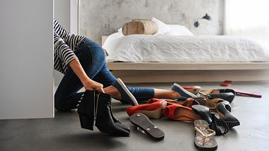Schuhe aufbewahren im Schrank - Foto: iStock/lisegagne