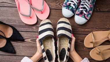 Schuhgeruch entfernen:Diese Methoden funktionieren garantiert! - Foto: LeszekCzerwonka/iStock