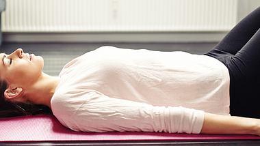 Mit dieser Selbsthypnose-Übung kannst du dich selbst beruhigen. - Foto: iStock/jacoblund