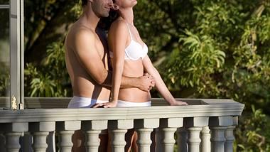 Sex auf dem Balkon kann superheiß sein - aber ist das auch erlaubt? - Foto: iStock