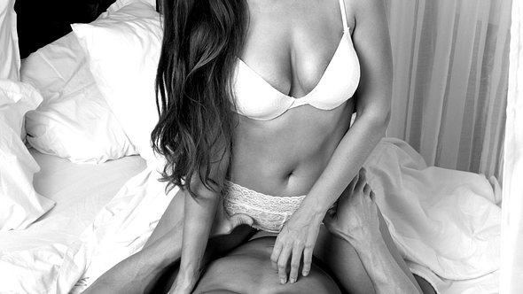 Wer nach heißer Abwechslung sucht, ist bei der Sexstellung Damensattel goldrichtig. Wir verraten, warum. - Foto: Getty Images
