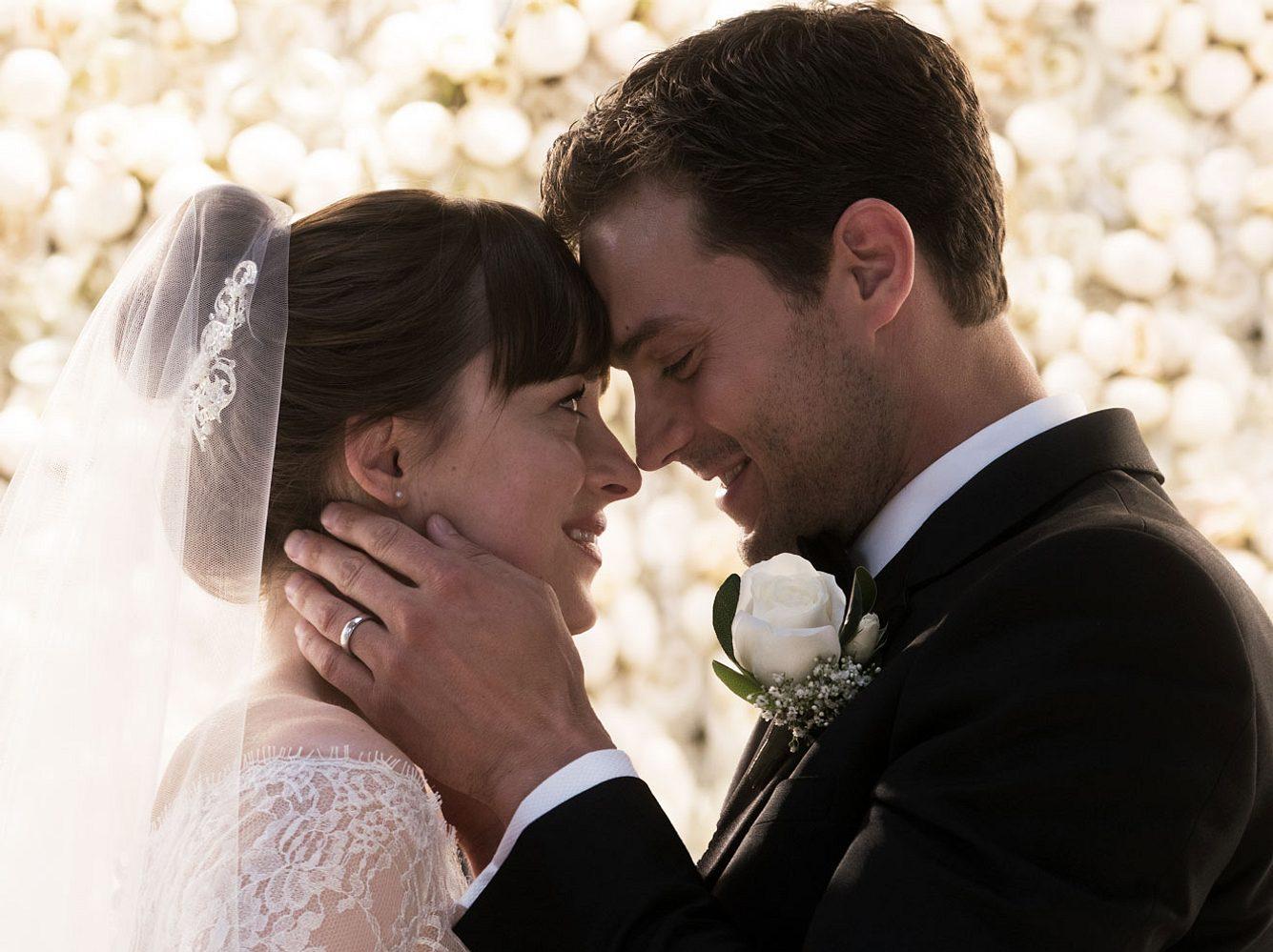 Romantisches Finale! In Fifty Shades of Grey - Befreite Lust geben sich Christian Grey und Anastasia Steele endlich das Ja-Wort und heiraten.