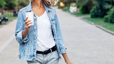 Diese Shorts sind im Sommer angesagt. - Foto: CoffeeAndMilk/iStock