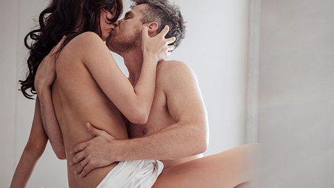 Vielen Frauen gibt es einen besonderen Kick, einen vergebenen Mann zu verführen. - Foto: iStock