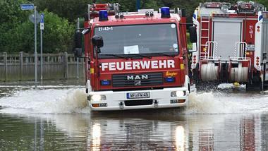 Besonders in Bayern und Hessen gab es Überflutungen. - Foto: Getty Images/ PATRIK STOLLARZ/AFP
