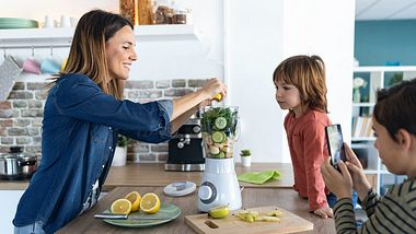 Ein Smoothiemarker ist eine Bereicherung für die ganze Familie - Foto: iStock/nensuria