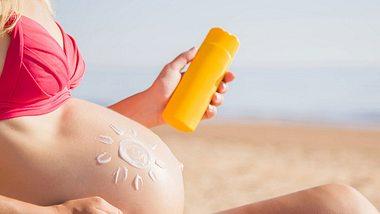 Sonnen in der Schwangerschaft: Worauf du achten solltest - Foto: iStock