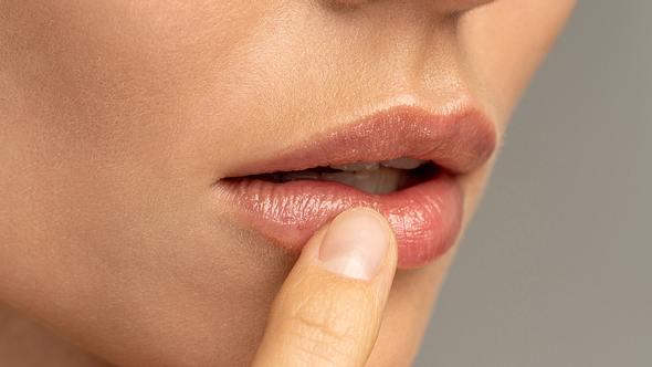 Sonnenbrand auf den Lippen: Diese SOS-Tipps helfen sofort! - Foto: Dima Berlin/iStock