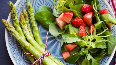 So lecker kann Abnehmen sein, zumindest mit unserer Spargel-Diät. - Foto: Rocky89/iStock