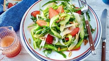 Grüner Spargel mit Erdbeeren Salat - Foto: Redaktion Food&Foto, Hamburg