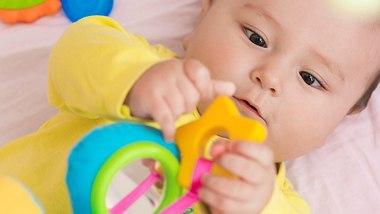Buntes Spielnest für Babys - Foto: iStock/alexey_ds