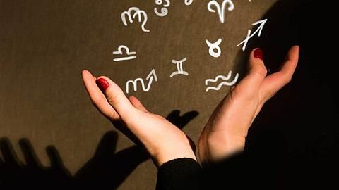 Hat das Sternzeichen etwas mit dem Gehalt zu tun? - Foto: iStock