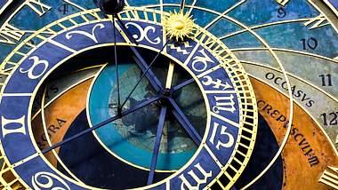 Diese Sternzeichen haben heute einen guten Tag. - Foto: GoodLifeStudio / iStock