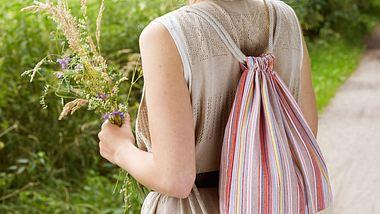 Übrigens: du kannst diesen Rucksack aus diversen Stoffen nähen, probierdoch mal Jeans, Jersey oder Kunstleder aus! - Foto: stoffe.de