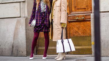 Strumpfhosen-Outfits: Styling-Tipps für Nylon-Looks im Herbst und Winter - Foto: Edward Berthelot/Getty Images